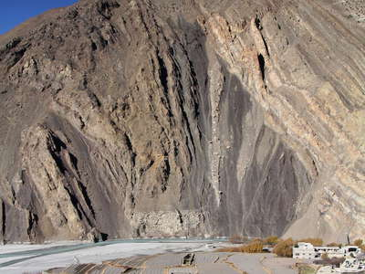 Kali Gandaki Valley  |  Tilted rock layers