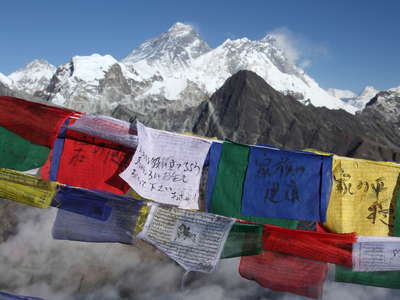 Gokyo Ri (5357 m)  |  Prayer flags