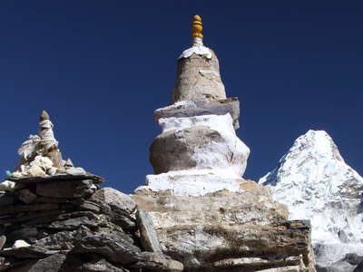 Imja Khola Valley  |  Chorten and Ama Dablam