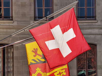 Geneva  |  Flags in the historic centre