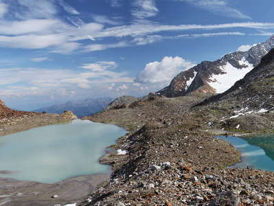 Ridnaun Valley | Glacial lakes and medial moraine