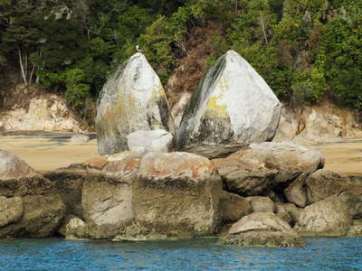Marahau  |  Split Apple Rock