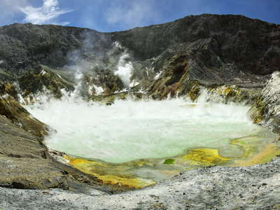 Whakaari / White Island  |  Panorama of the crater lake
