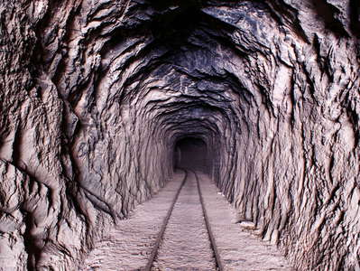 Valle Mendoza  |  Railway tunnel near Guido
