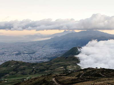Quito  |  Panorama with foehn clouds