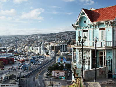 Valparaíso  |  Picturesque building and harbour