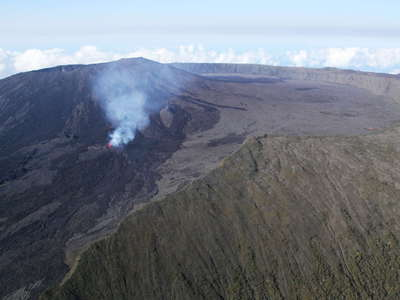 Piton de la Fournaise with Enclos Fouqué  |  Eruption
