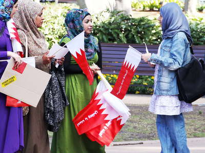 Sydney  |  Young women promoting the Arab Revolution