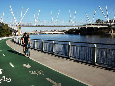 Brisbane  |  Bicentennial Bikeway and Kurilpa Bridge
