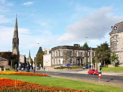 Dundee  |  Airlie Place with Dundee West Church