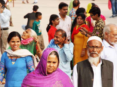 Delhi  |  People at Qutb Complex