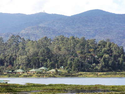 Nuwara Eliya  |  Lake Gregory and Pidurutalagala