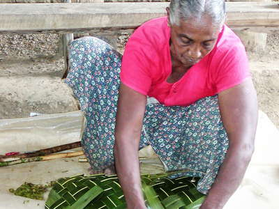 Madu Ganga  |  Processing of coconut leaves