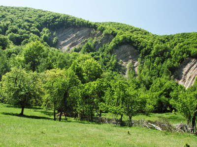 Balta  |  Rock slide scarp and deposit