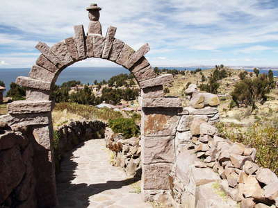 Isla Taquile  |  Footpath with stone arch