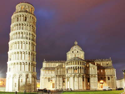 Pisa | Leaning tower and cathedral at night