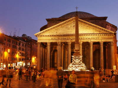 Roma | Piazza del Pantheon at night