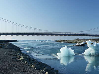 Jökulsárlón | Outlet with icebergs and bridge